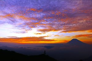 Golden Sunrise Bukit Sikunir Dieng